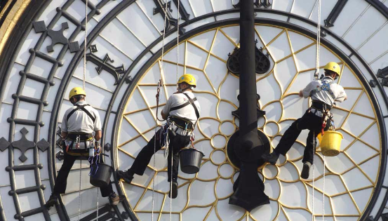 En cent ans, la durée de travail à temps plein a été divisée par deux. Quant à la carrière, elle s'est progressivement rétrécie… © Ph Turpin BELPRESS
