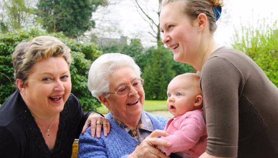 Accueillir un parent âgé peut ainsi avoir des conséquences fiscales positives s'il devient une personne à charge. © Gerard Houin BELPRESS