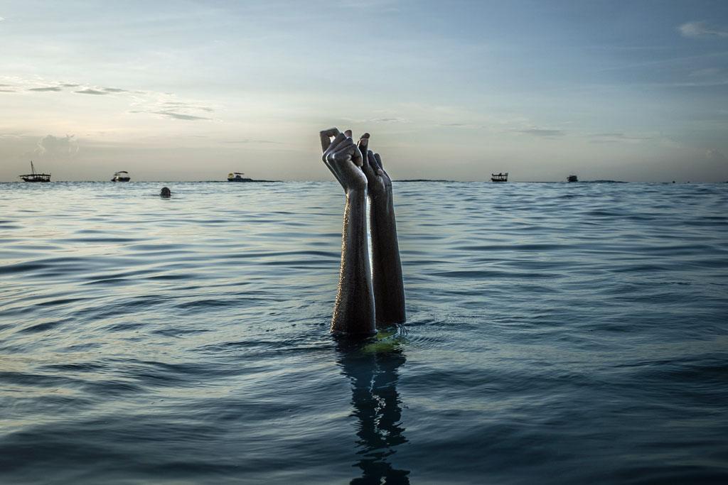 La liberté trouvée dans l'eau. Cours de natation et de sauvetage. Zanzibar. Octobre 2016.