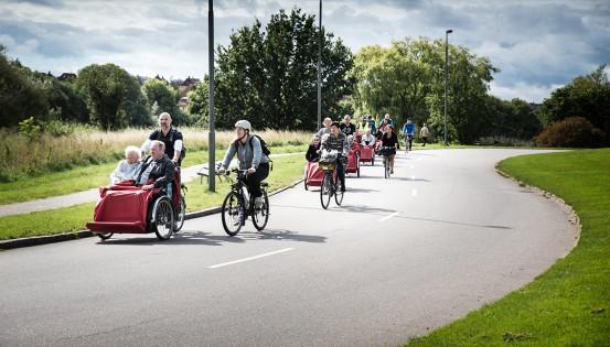 Plus d'une centaine de voyages de longue durée ont été organisés à travers les fjords danois, les paysages d'Australie ou du Canada par les membres du réseau Cycling without age... (c) Nicolaj Malmqvist