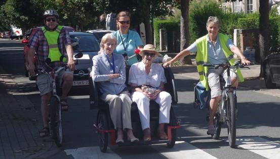 Souvenirs, souvenirs, dans les rues de Woluwe-Saint-Lambert avec les résidents de la maison de repos