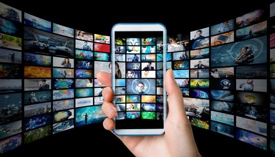 L'interface présente les affiches des films, classés par date d'ajout ou par catégorie. ©iStock