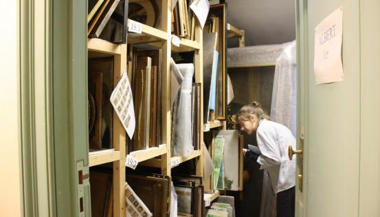 Découverte des réserves du musée BELvue © Arts & Publics