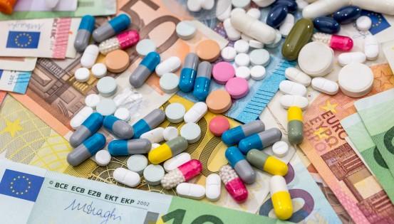 Pour Test-Achats, le consommateur paie deux fois ses médicaments. Une première fois, lors de l'achat. Et une seconde fois, via les facilités fiscales accordées aux entreprises pharmaceutiques. Qui grèvent les budgets publics. (Istock)