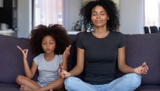 C'est aussi le moment de mettre en place des exercices simples de relaxation à faire chez soi  (c) iStock