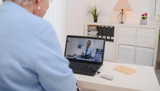 La consultation ou les soins assistés par vidéo permettent d'assurer la continuité du traitement (c)Istock