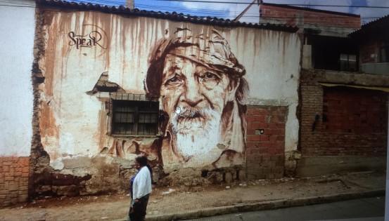 Spear a peint de nombreux portraits durant son voyage en Amérique du Sud. Ici, la fresque se trouve dans la ville de Sucre, en Bolivie