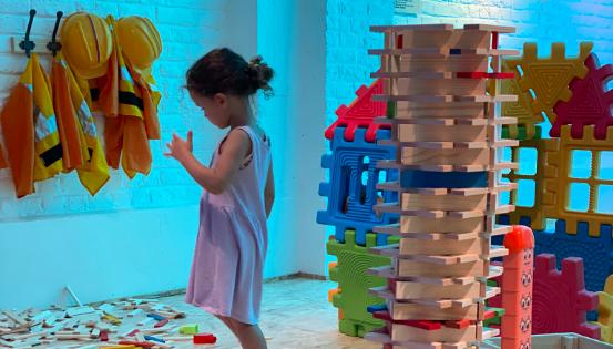 Le Monde d'Ayden : une plaine de jeux intérieure inclusive adaptée aux enfants en pleine santé et aux enfants porteurs de handicap. © Le Monde d'Ayden